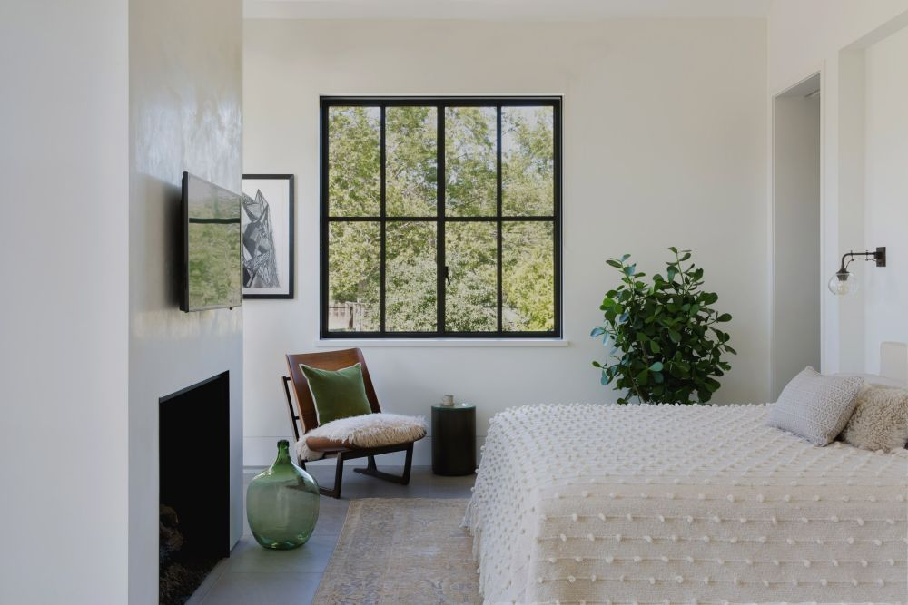 The black window frames contrast with the white walls and add a very nice touch to the decor