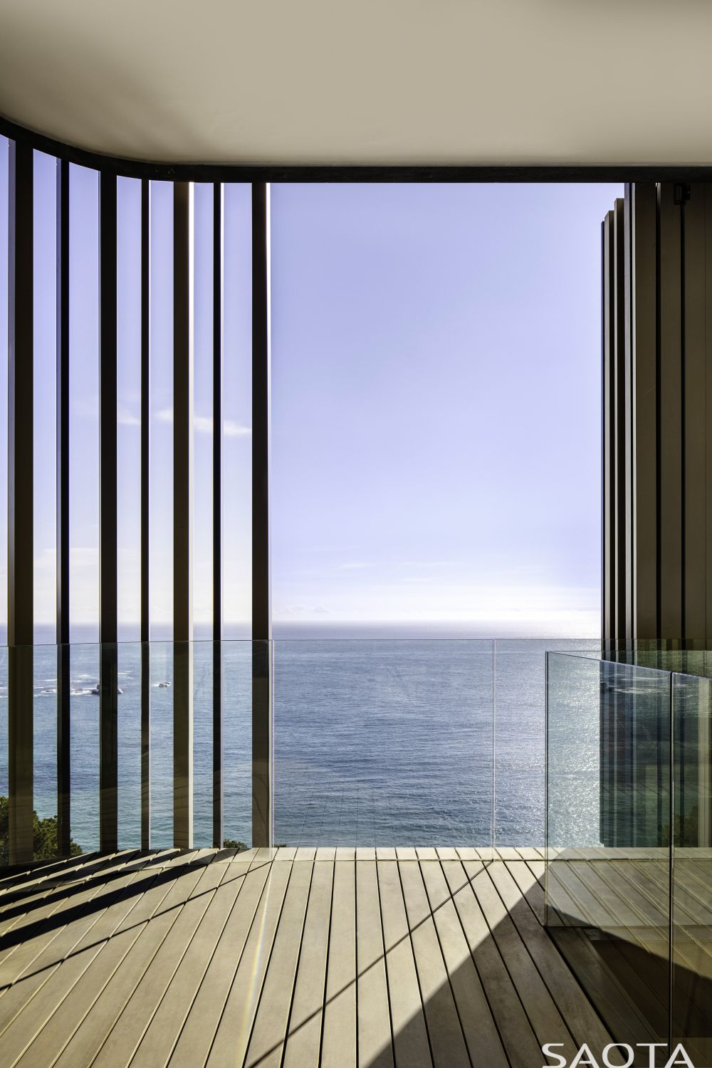 All sections of the house enjoy panoramic views of their surroundings, including views towards the ocean