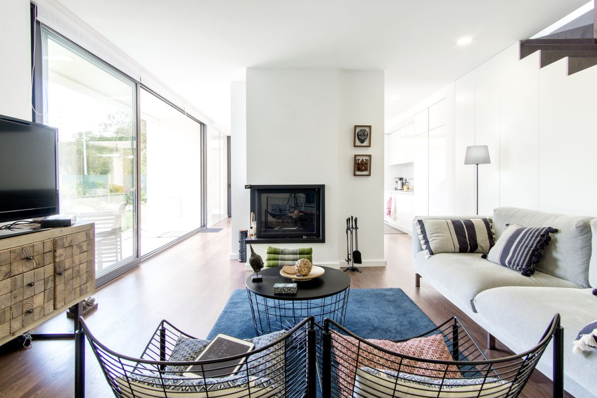 The corner fireplace emphasizes the overall flexible and open interior design