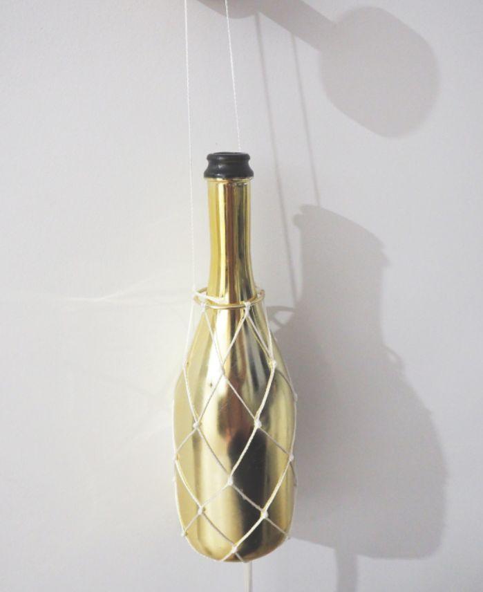 A special wine bottle holder