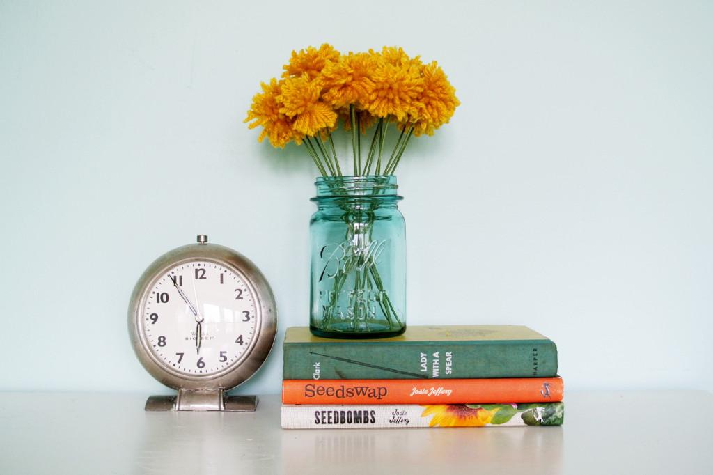 Yarn flowers for room decor