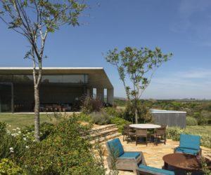 Modern Single-Story House Captures The Morning Sun