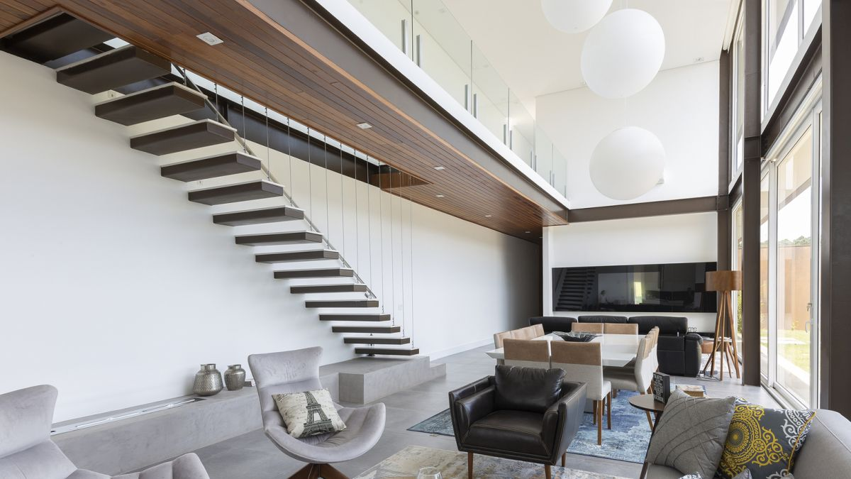 Large spherical pendant lamps fill the double-height living space giving it a more delicate and airy feel