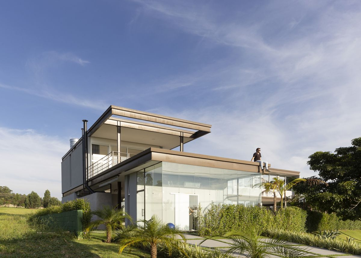 The steel frame is a signature design element for the BT House. the same as the glass curtain