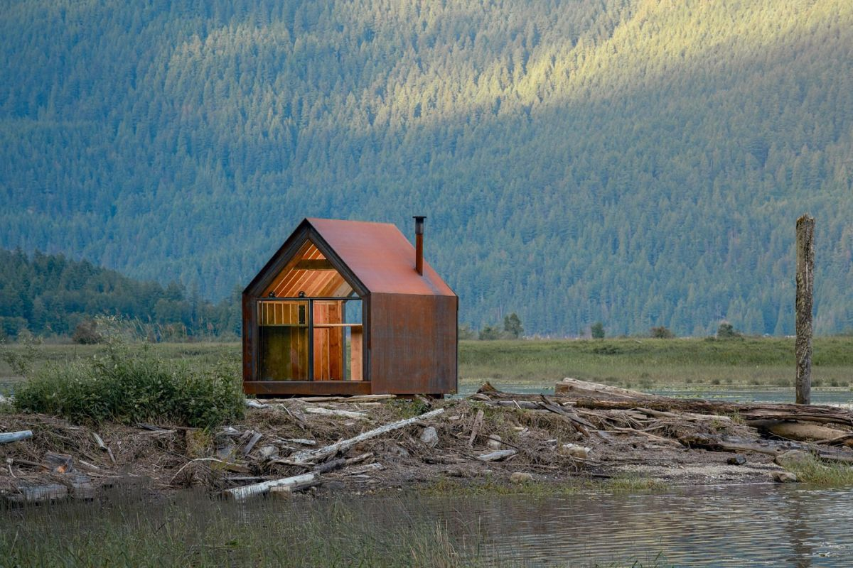 Like most prefab cabins, it can serve as an off-the-grid retreat that becomes immersed in nature