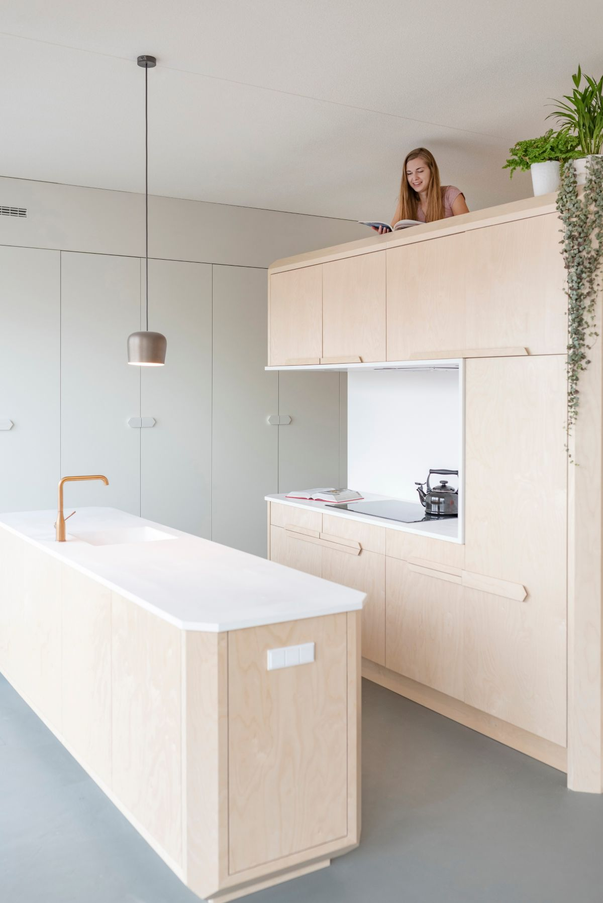 The combination of birch wood and white Corian gives the apartment a modern and clean aesthetic