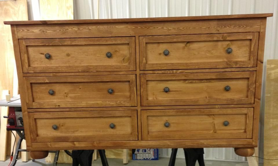 Traditional 6-drawer dresser with a symmetrical design
