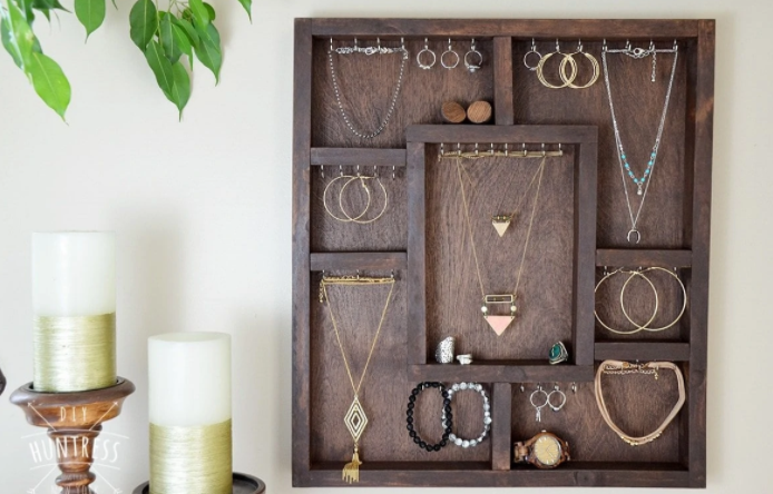 Wood Smiths Necklace Holder