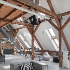 Wood beams and nets for a cool interior design