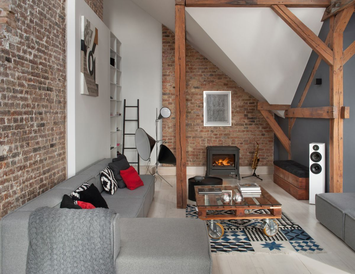 By not using solid walls to divide the spaces the architects gave the apartment a very open look