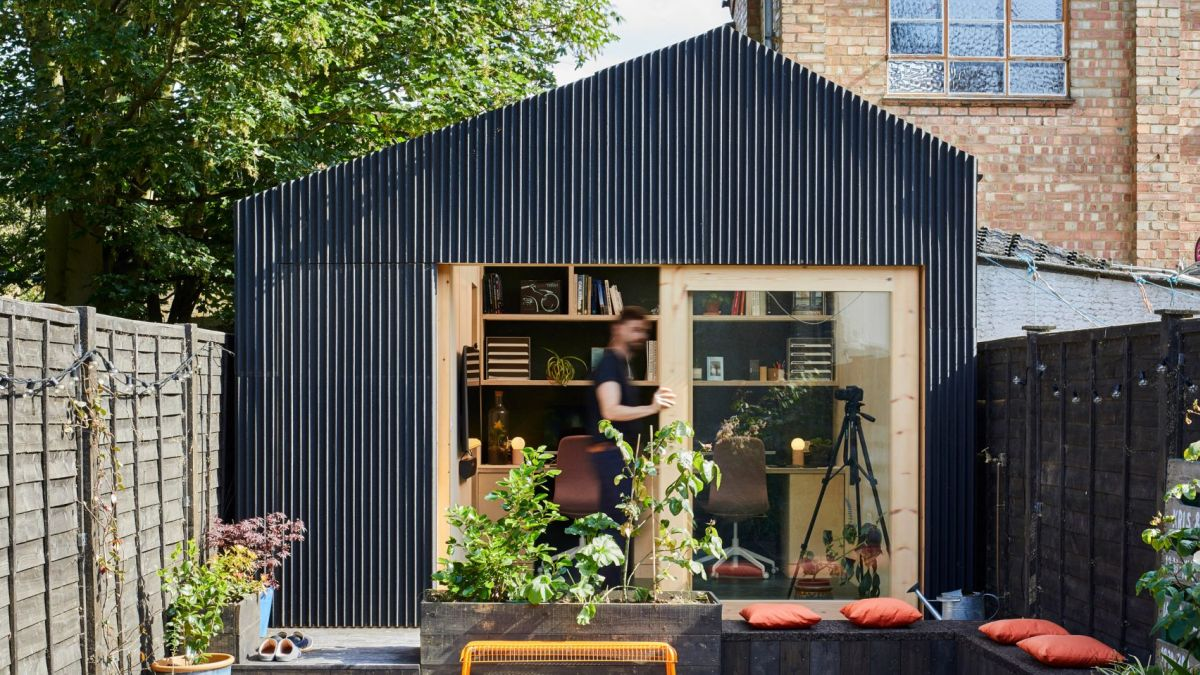 The design of the shed is slightly asymmetrical which gives it a modern and eye-catching look