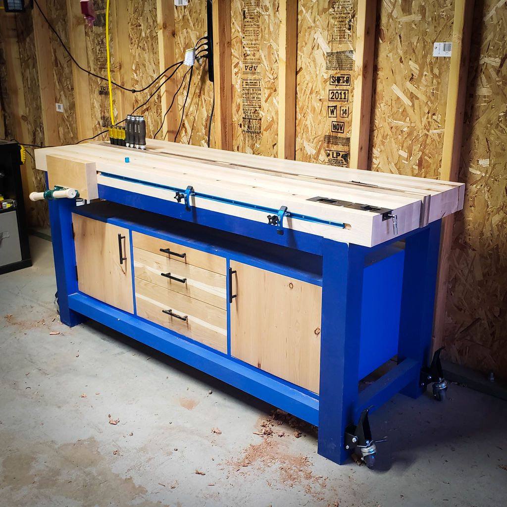 Solid workbench with different storage options