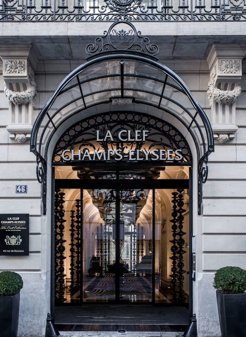Luxurious Paris Hotel Pays Homage to History In a Luxurious Way