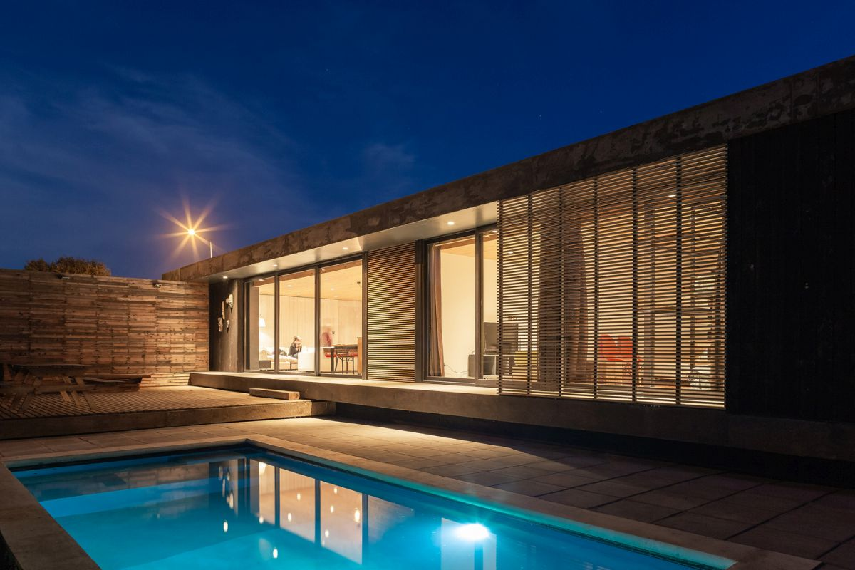 The side facing the courtyard is mostly open with privacy screens which offer a cozy vibe