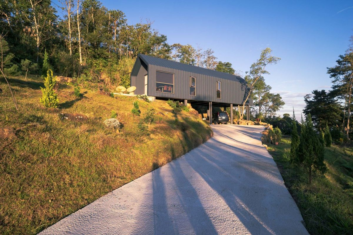 The architects wanted to offer the house privacy from the public road and managed to do that beautifully