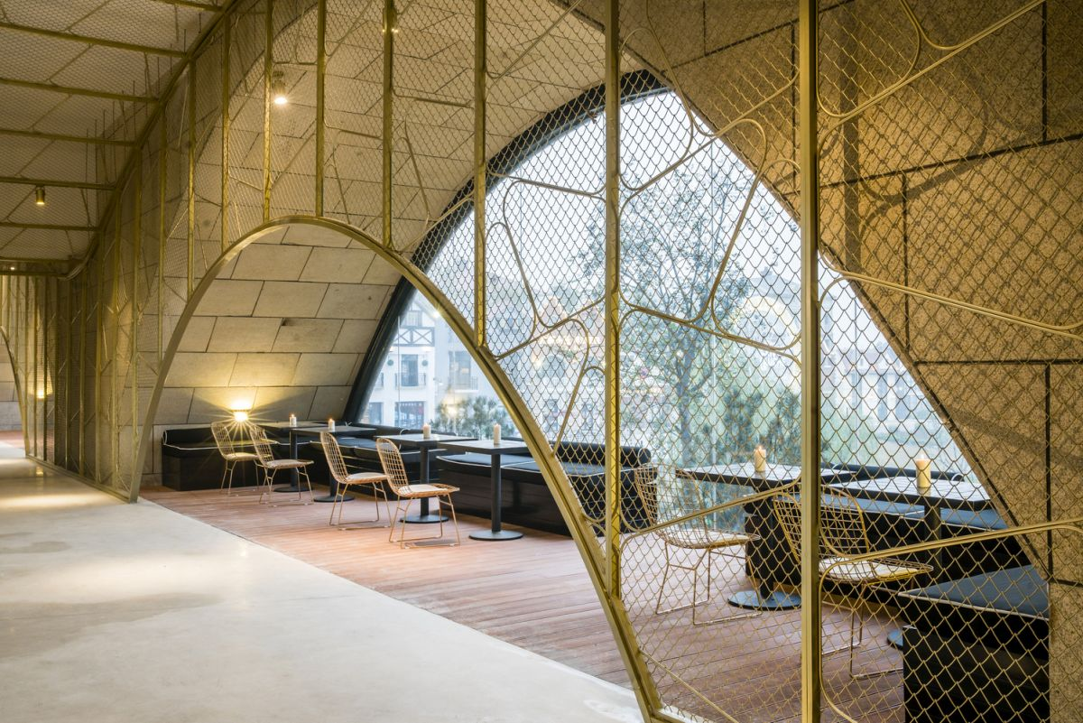 Each gap frames a nice view and serves as either a lounge area or a casual restaurant/ bar