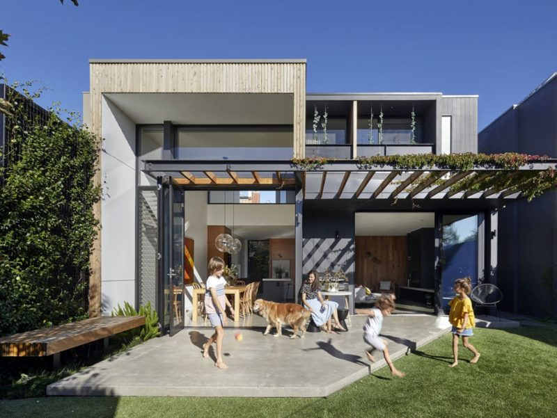 Beautiful Houses With Modern Pergola Extensions