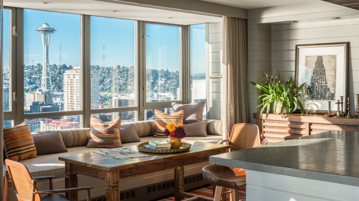 The apartment also offers a magnificent view of downtown Seattle which gives an urban vibe