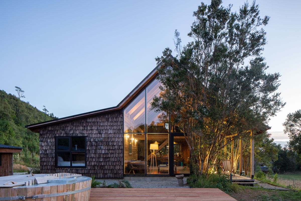 Modern Lodge Disguised As Traditional Using Wooden Shingles