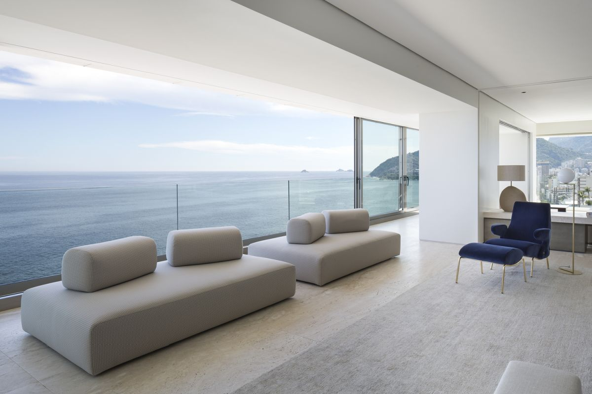 The views are absolutely marvelous and represent a core feature in the interior design of the apartment