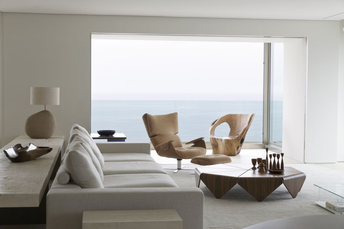 The apartment has 360 degree views of the ocean and the marvelous surroundings