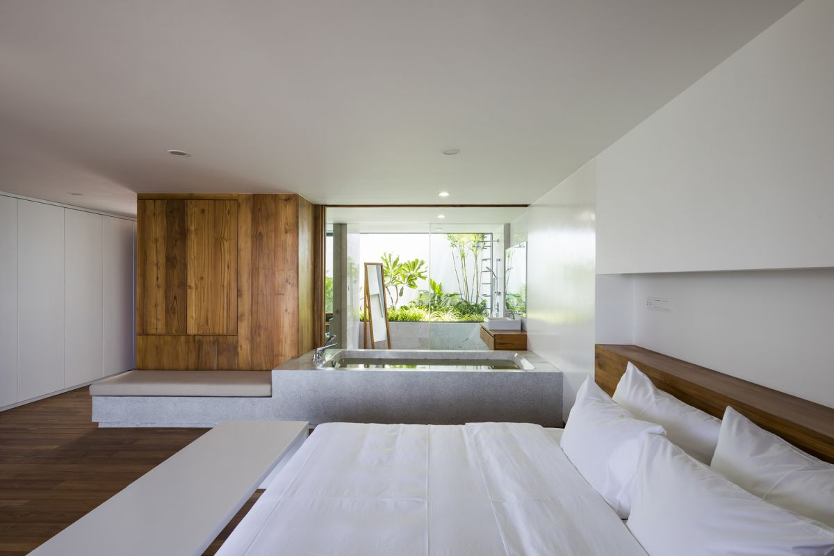 The white walls and minimalist furniture create a very fresh, spa-like ambiance in combination with the wooden accents