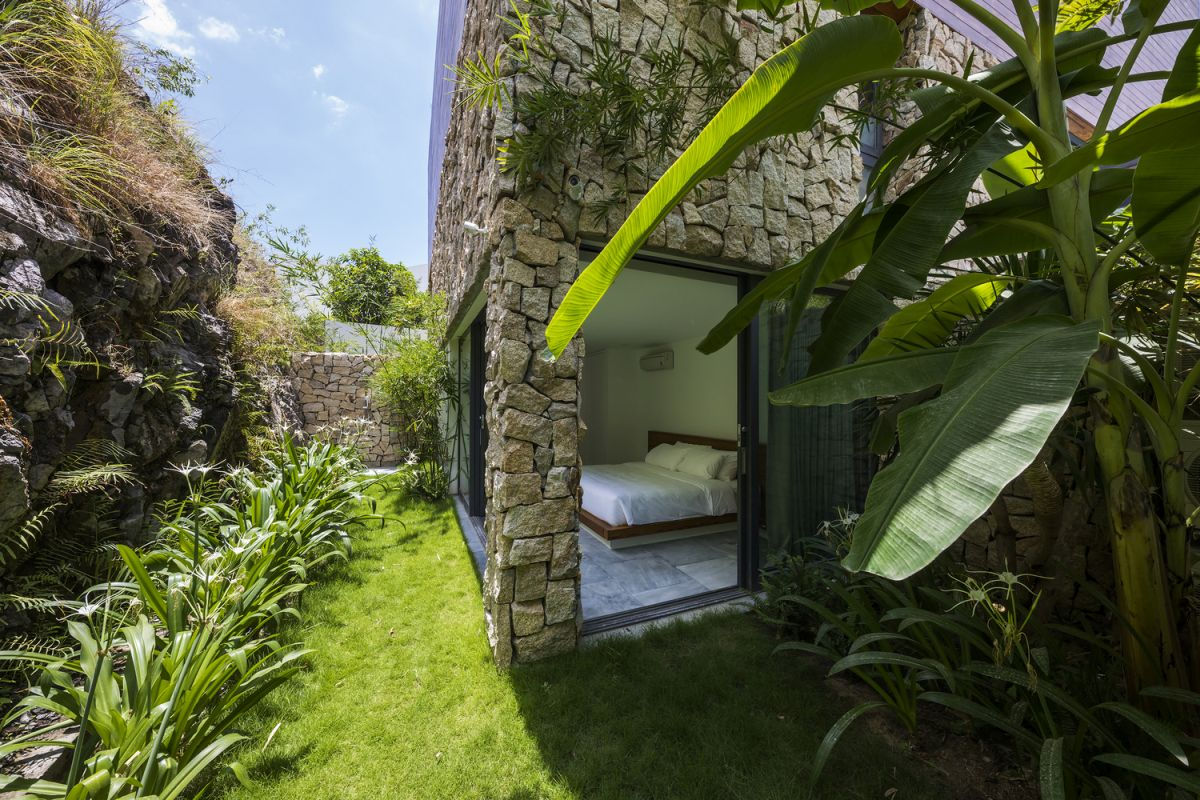 The stone-clad section of the house looks very charming and shares a strong connection with the garden