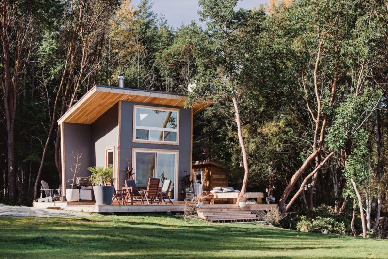 Tiny Vacation House Near Vancouver Conquers The Gorgeous Views