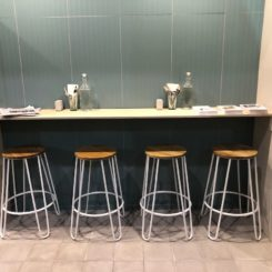 Bar stool swith hairpin legs