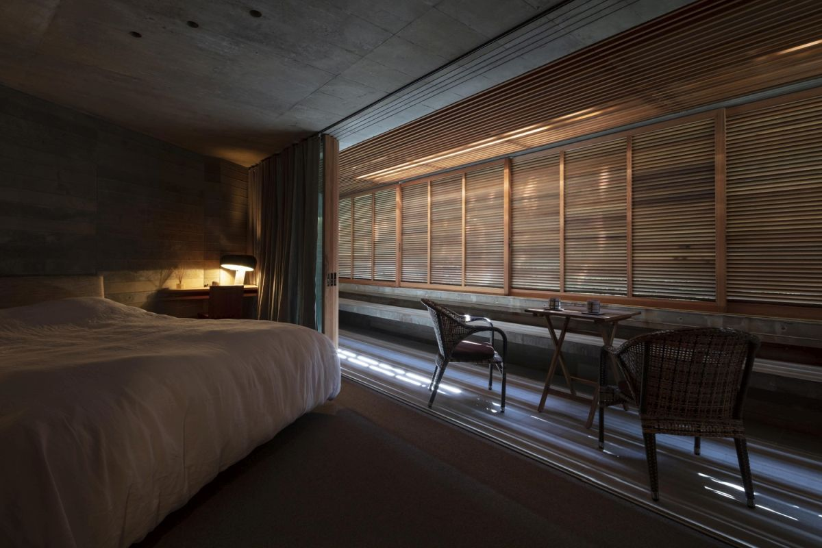 The wooden louvers can be closed and the internal spaces can extend onto the terraces