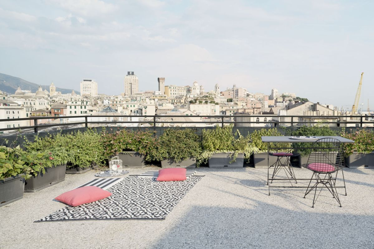 The roof terrace is the perfect observation spot, offering a panoramic view over the city