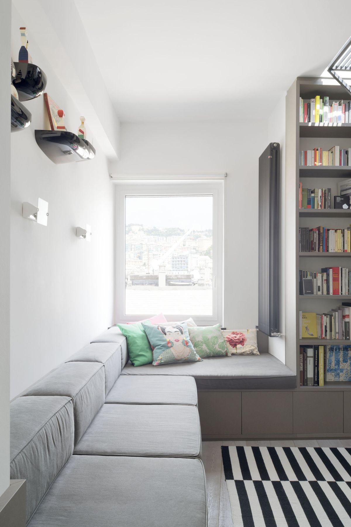 The unit extends to the side forming this low platform that serves as a bench for the sitting area
