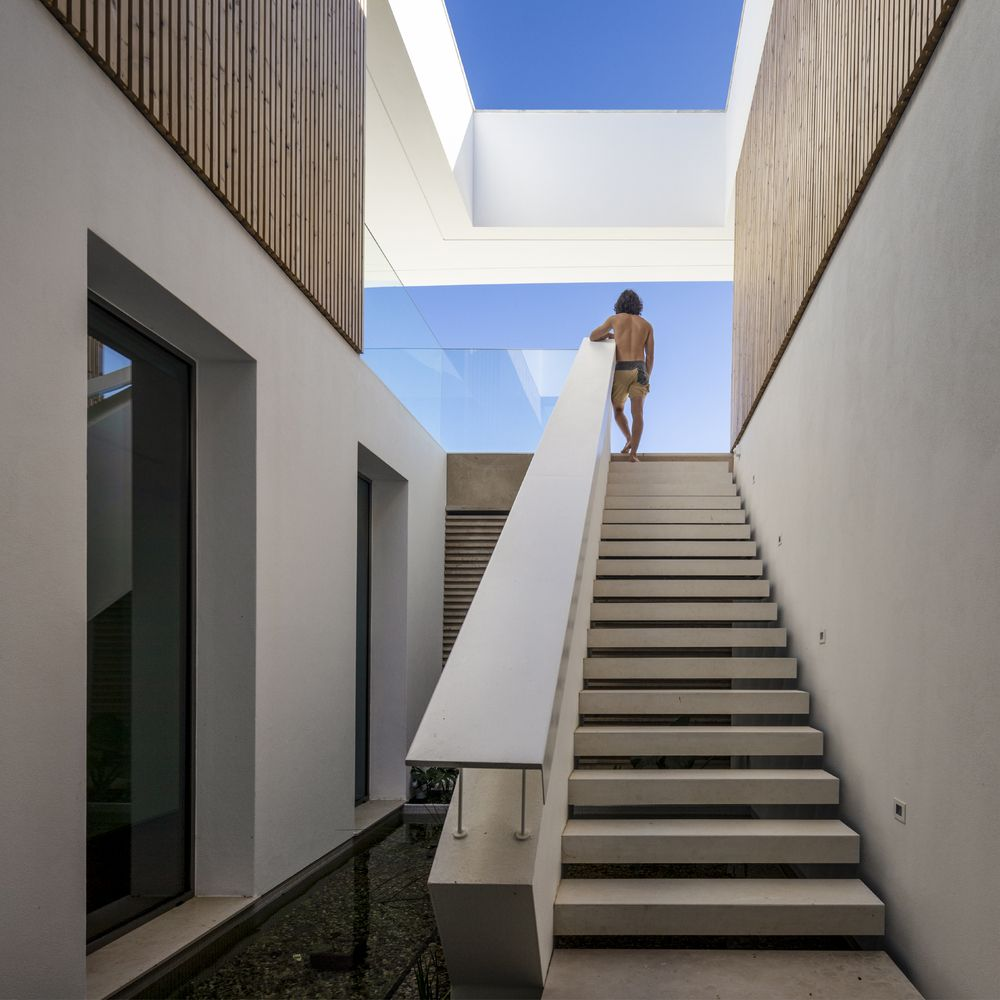 Both houses take advantage of the panoramic views by welcoming them inside
