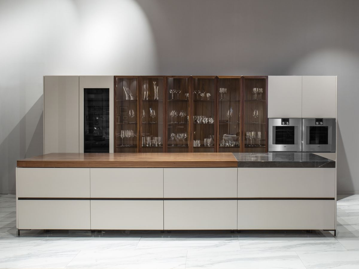This amazing kitchen is entirely handmade using refined materials such as Canaletto wood, marble and Cuoio leather