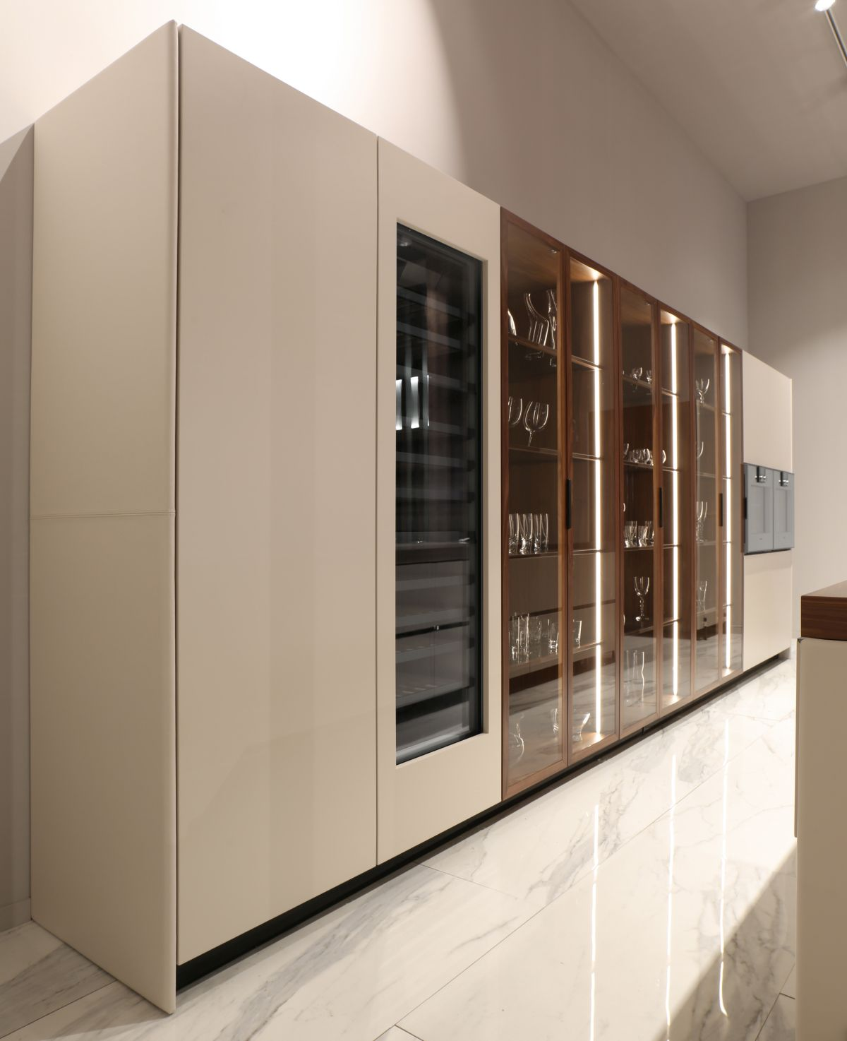 A selection of electrical appliances complete the kitchen, blending into the design perfectly and flawlessly