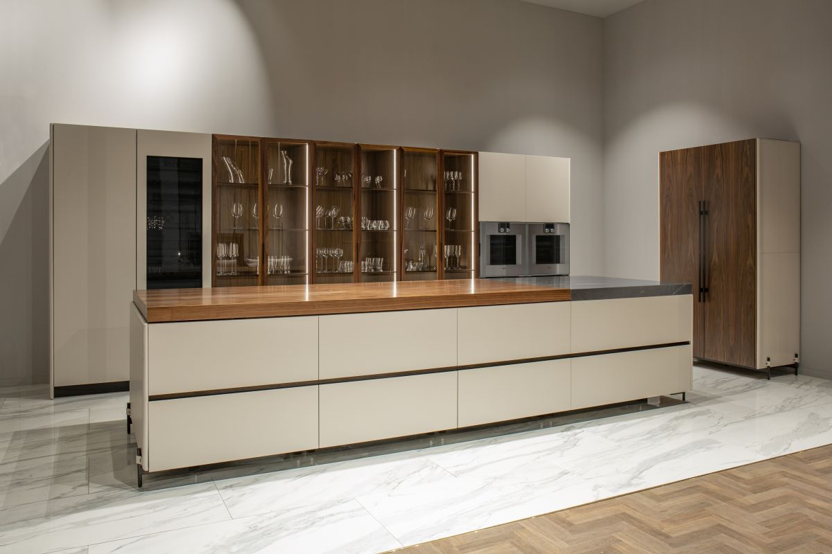 The V888 is the first true luxury kitchen created by Aston Martin together with luxury group Formitalia