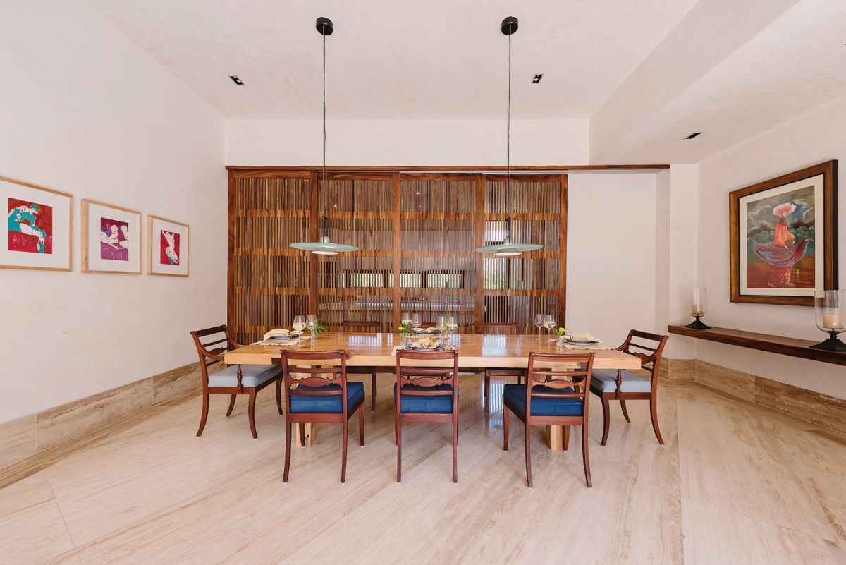 The dining room can be separated from the kitchen through sliding semi-opaque doors