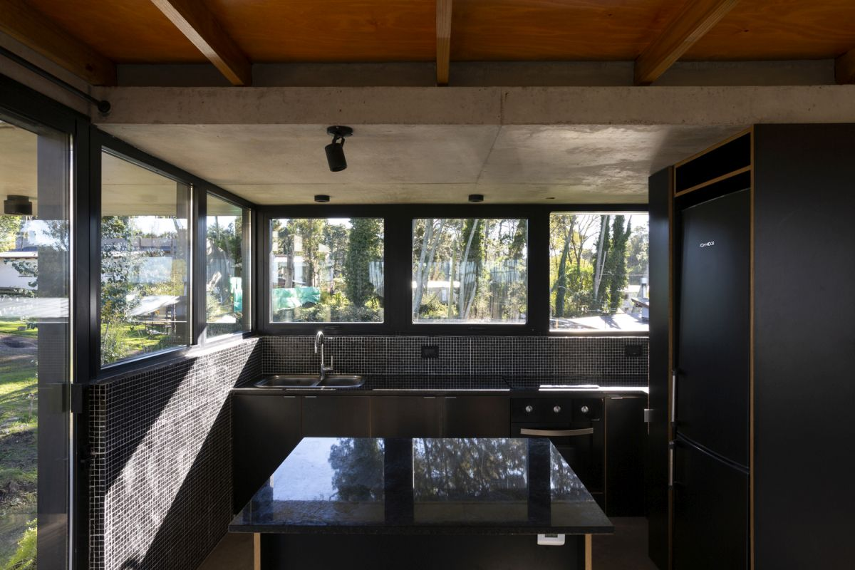 The architecture and interior design are constantly focusing the attention towards the landscape