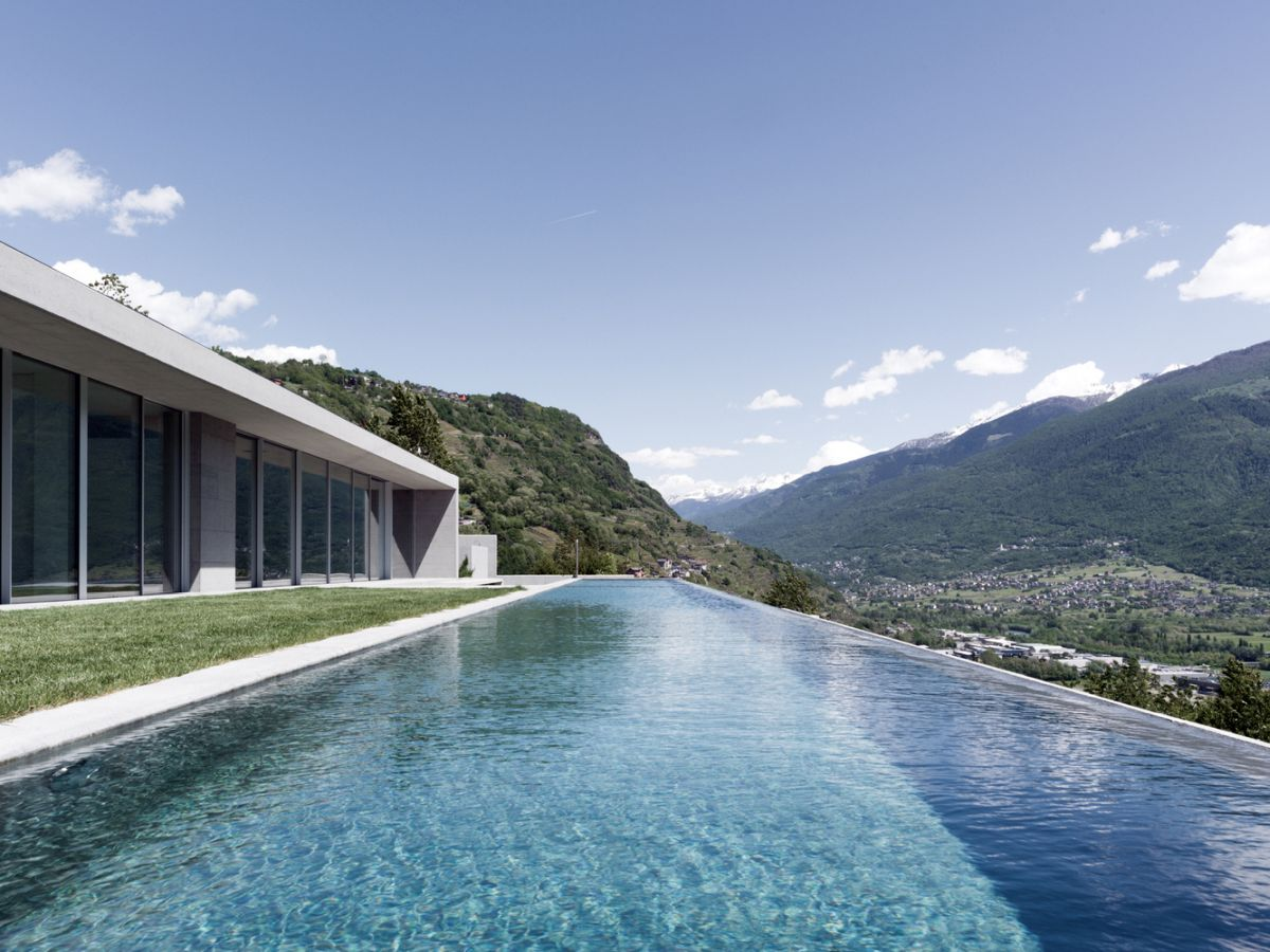 The infinity edge pool also takes full advantage of the location and the extraordinary views