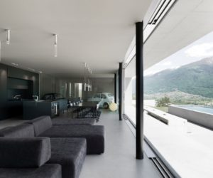 Modern House Becomes Almost Invisible Thanks To Its Low Profile