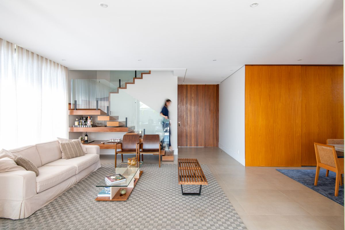 Minimalism also defines the interior spaces which focus on functionality without neglecting style
