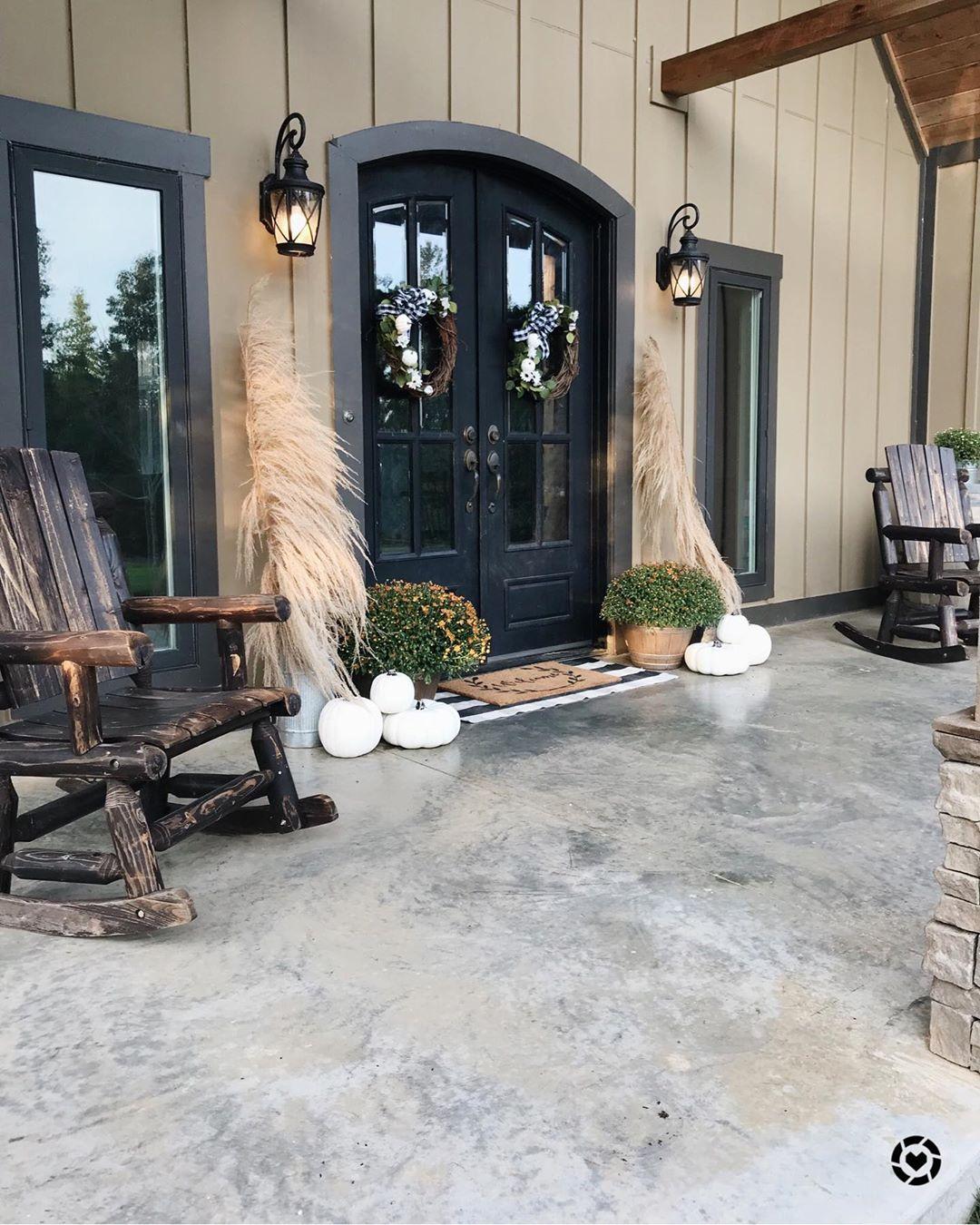 Fabulous Toned-Down Fall Porch Decor