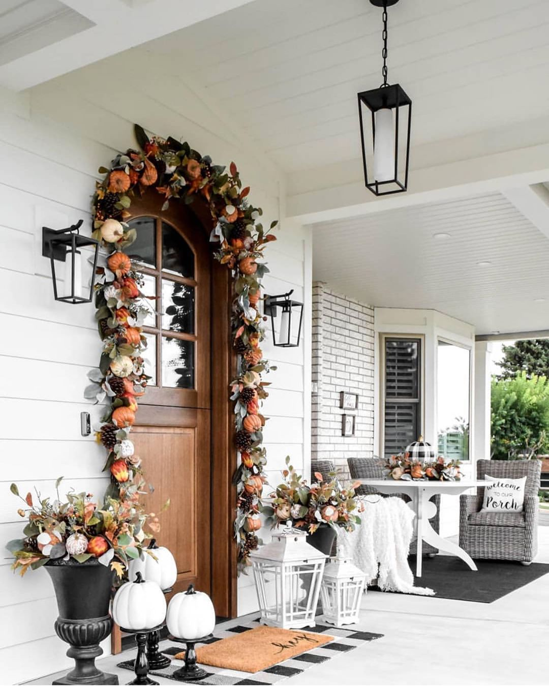 Using Fall Porch Decor to Create an Inviting Entry