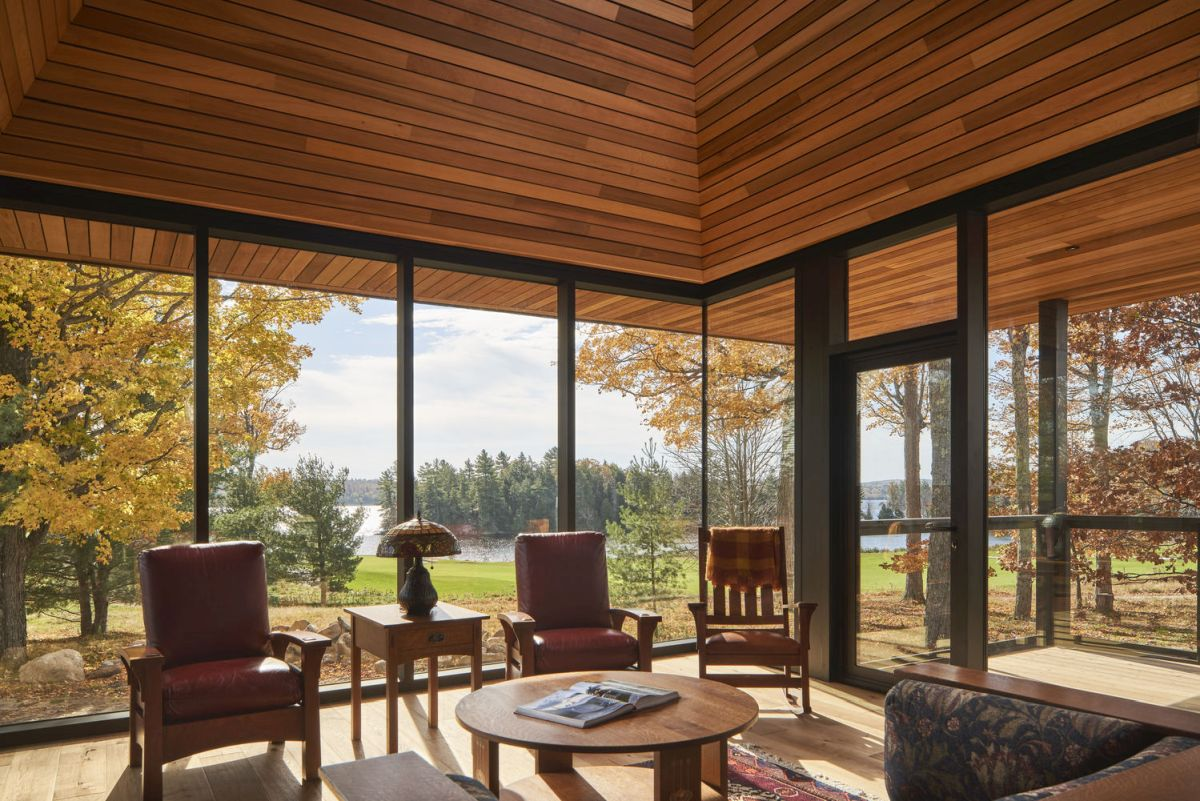 The living and dining areas are very bright and open and offer panoramic views towards the lake and the golf course