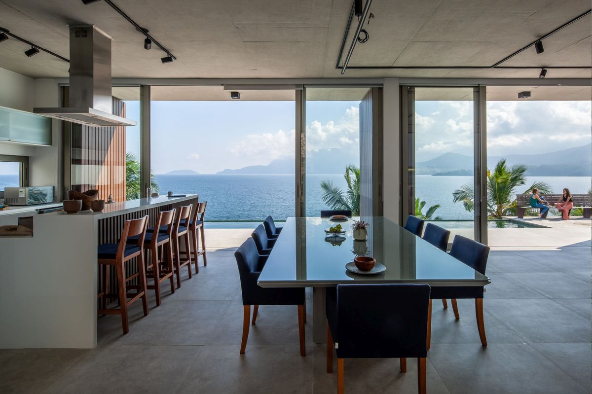 The kitchen and dining area also enjoy the spectacular view, allowing it to become a part of the decor