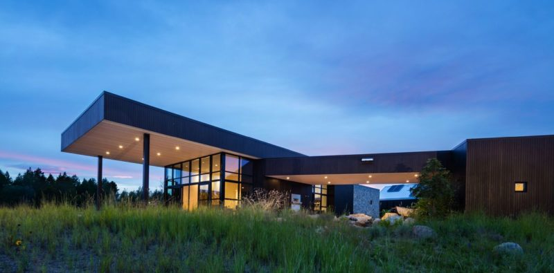 Gorgeous Family Home In Montana Merges With A Lush Green Valley
