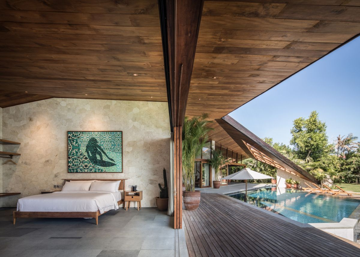 The bedrooms have direct access to the outdoors as well, enjoying a close connection with their immediate surroundings