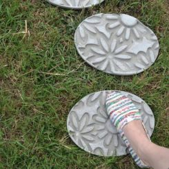 How to make concrete stepping stone