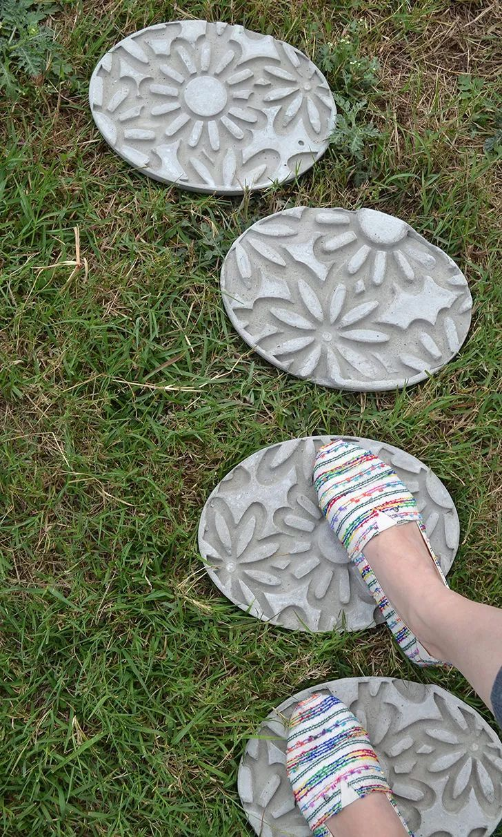 How To Make Garden Stepping Stones With Unique and Quirky Designs