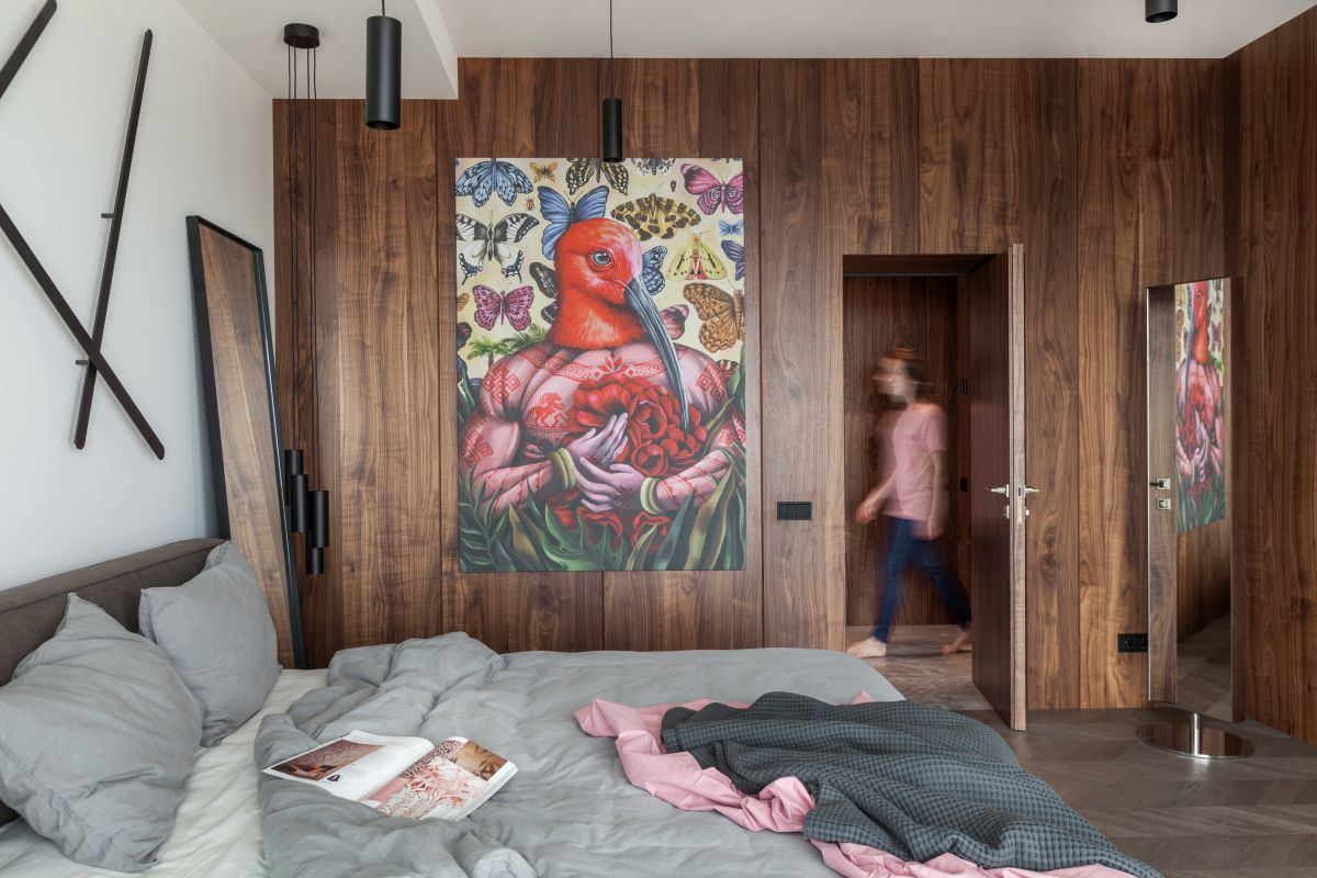 The wooden accent wall seamlessly hiden the bedroom door, creating a very smooth and cozy ambiance